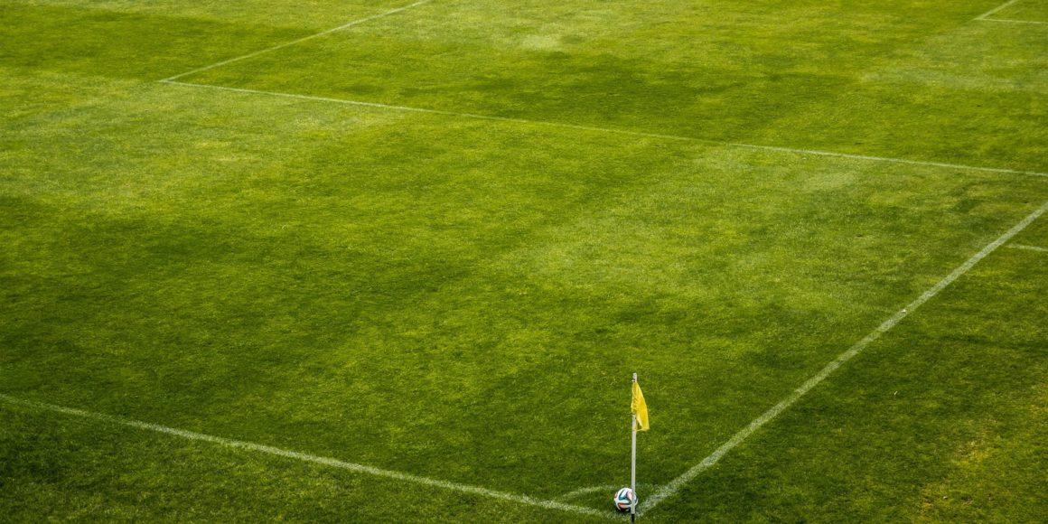 campo futebol bandeirinha ângulo