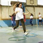 educação-física-escolar-meninos-alunos-quadra
