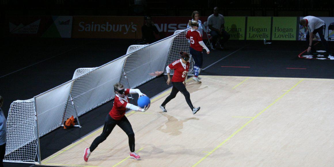 esporte-goalball-mulheres-gol-bola