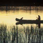 homem na canoa jogos indígenas