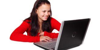 menina-computar-acesso-à-internet