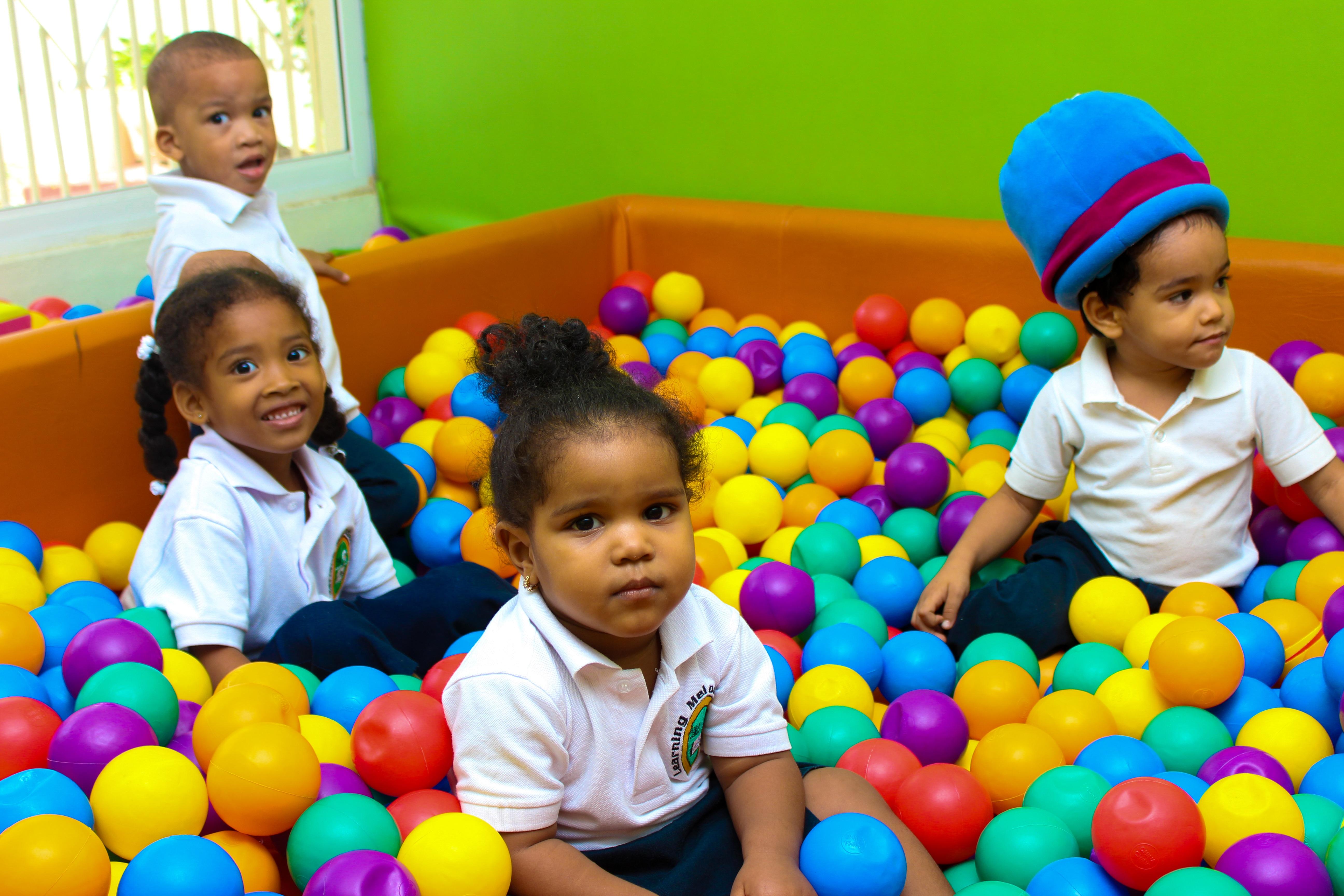 Jogos e Brincadeiras na Educação Física propõe atividades que podem servir para introduzir esportes e para trabalhar as competências socioemocionais.