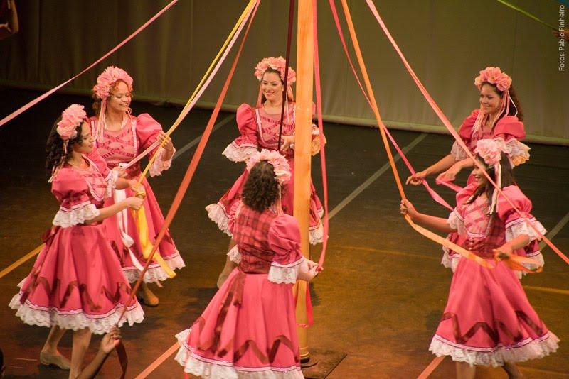 Dança de Pau de Fita. Créditos: Pablo Pinheiro