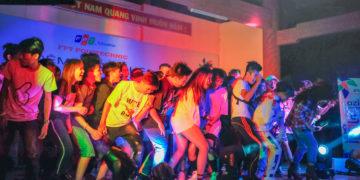 dançando-na-escola-jovens-palco-músicadançando-na-escola-jovens-palco-música