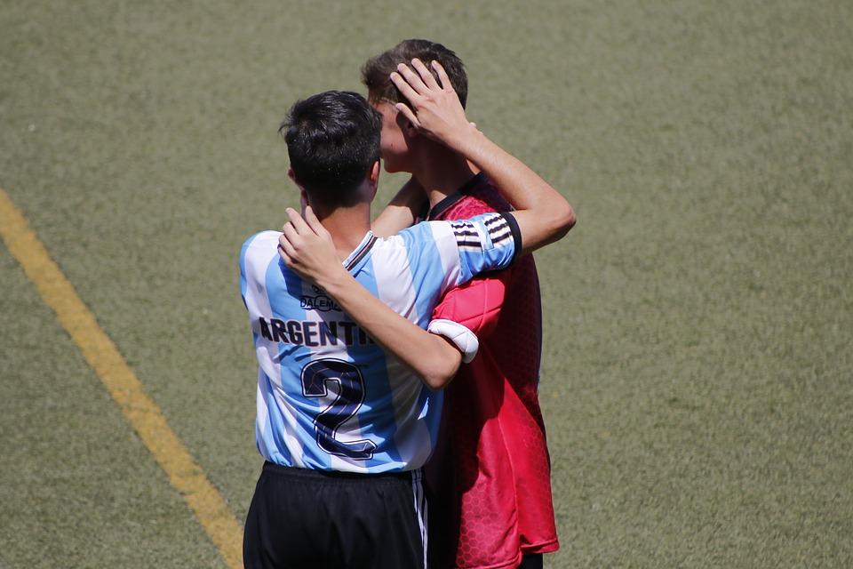 jogadores-praticando-faiplay-futebol-jogo