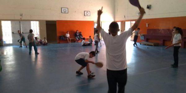 Alunos do interior de São Paulo fazem seus materiais nas aulas de educação física
