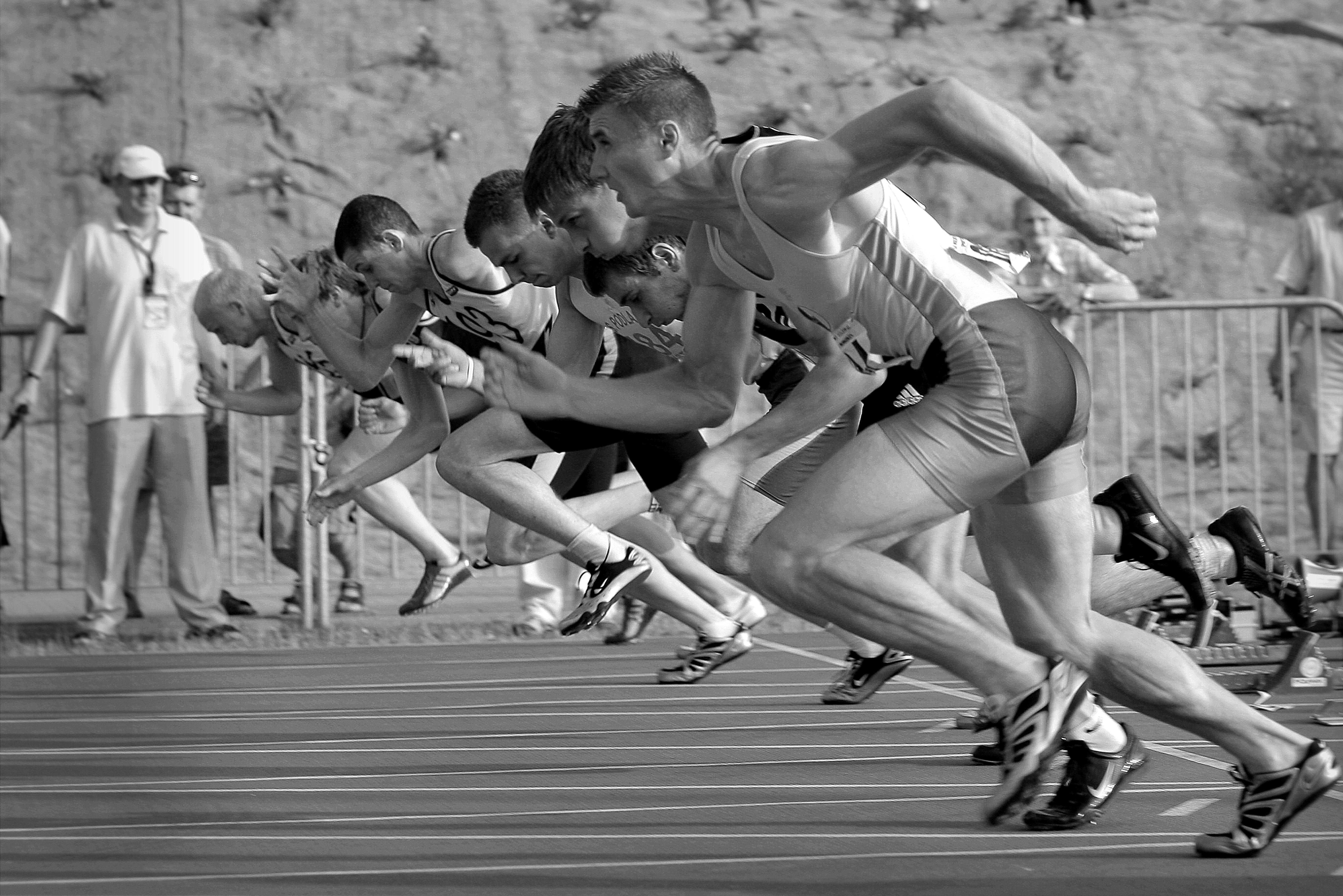 pessoas-correndo-atletas-pista-sedentarismo