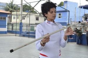Impulsiona oferece oficina de esgrima e badminton