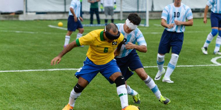 cfc8840d5 Brasil e Argentina disputam partida de futebol de cinco