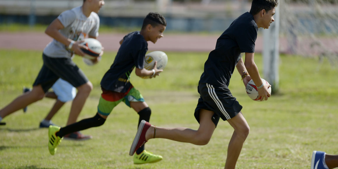 Rugby na escola com a aula do Impulsiona