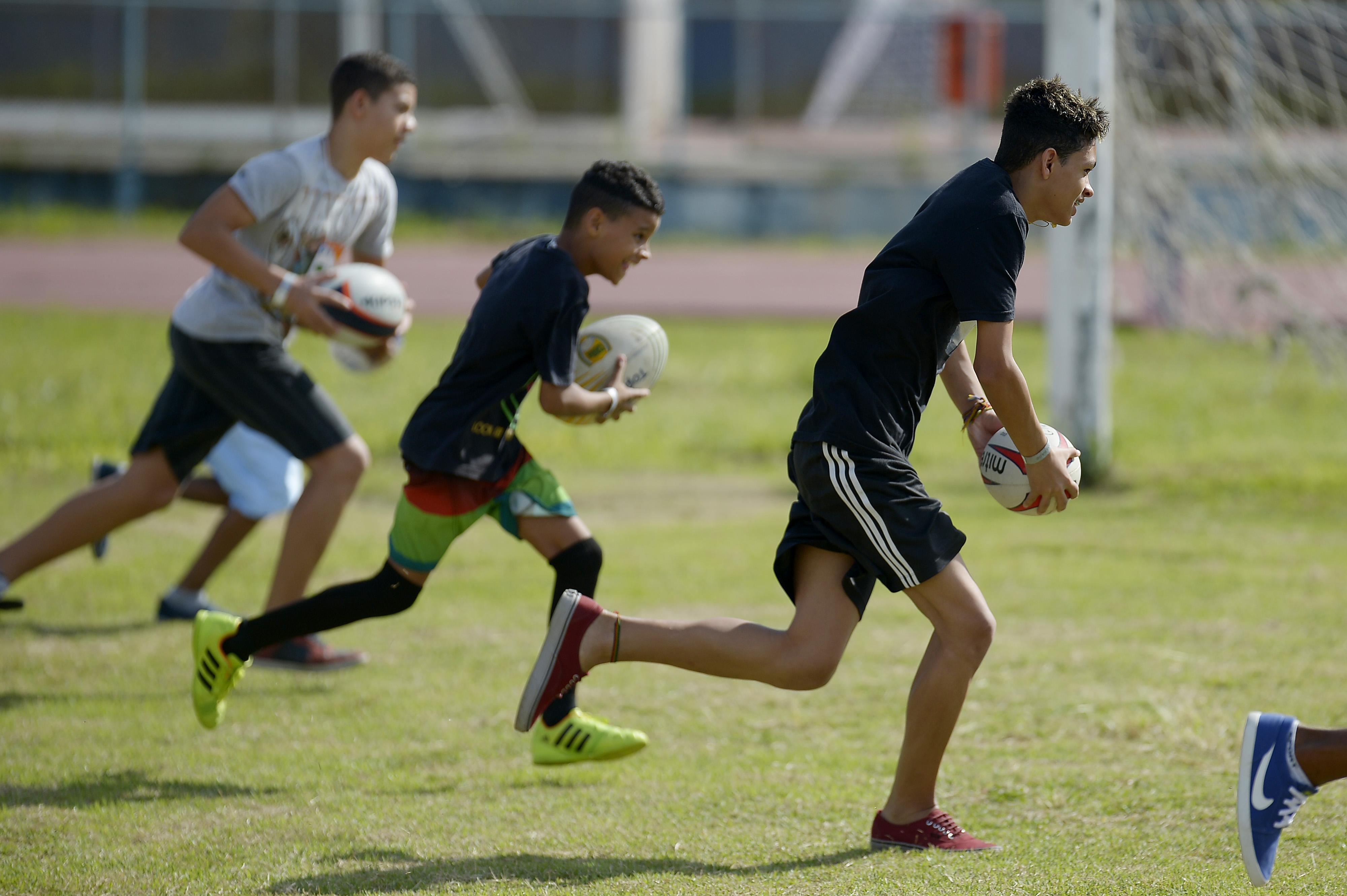 Rugby na escola com a aula do Impulsiona