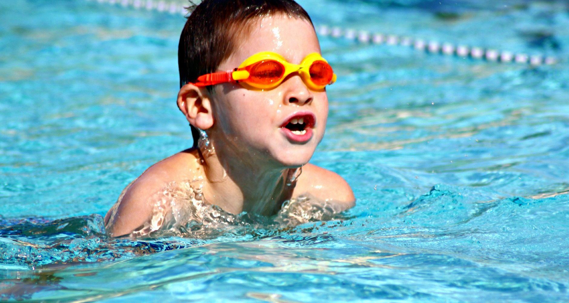 Aula de Educação Física sobre natação