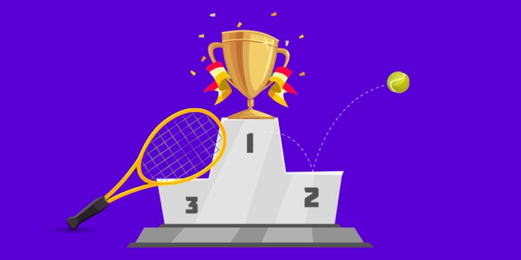 podio com elementos de tenis como raquete, bola e trofeu