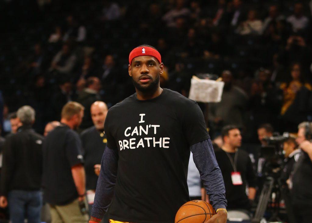 lebron james com camisa escrito nao posso respirar atletas negros