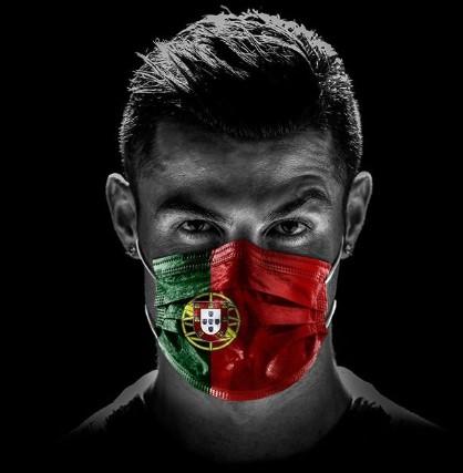 cristiano rolando com mascara com cores de portugal