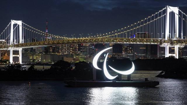 Agitos, símbolo Paralímpico na Baía de Tóquio